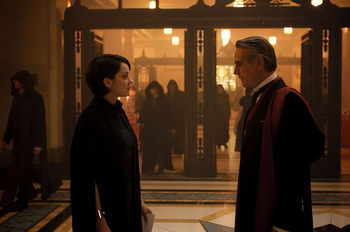 Assassins_Creed-Marion_Cotillard-Jeremy_Irons-002.jpg